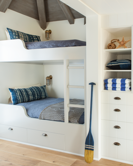 Breathtaking timeless and tranquil bunk room by Giannetti Home - found on Hello Lovely Studio
