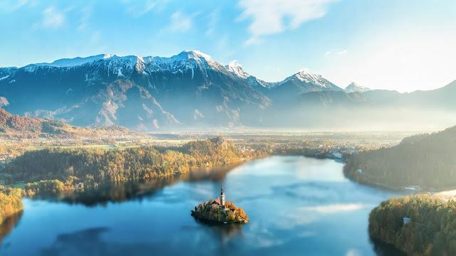 Papel de parede Paisagem Natural Lago Bled na Eslovênia para PC, Notebook, iPhone, Android e Tablet.
