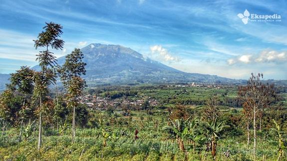 Gunung Merbabu Dilihat Dari Gunung Telomoyo