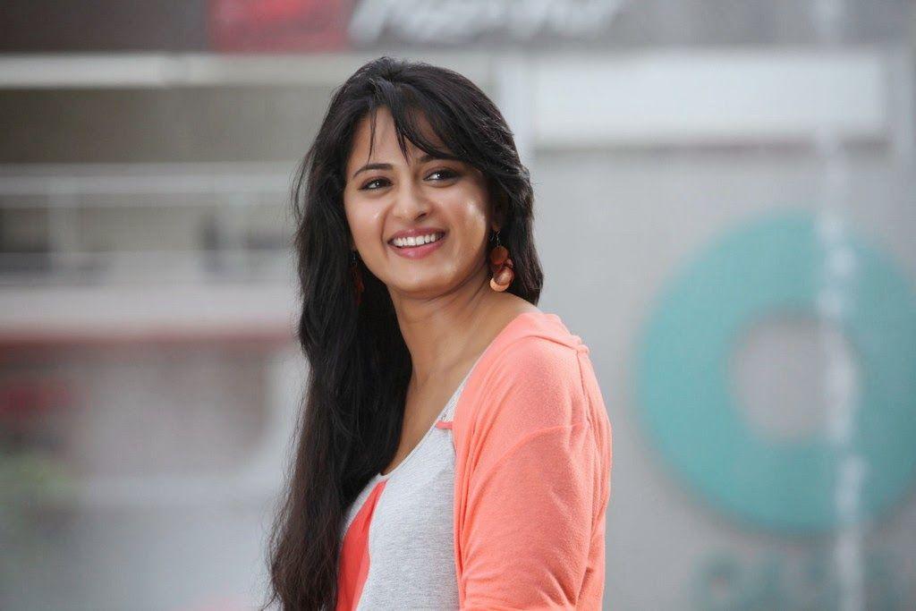 Anushka Shetty Biography, Height, Weight, Age, Husband, Family in Hindi