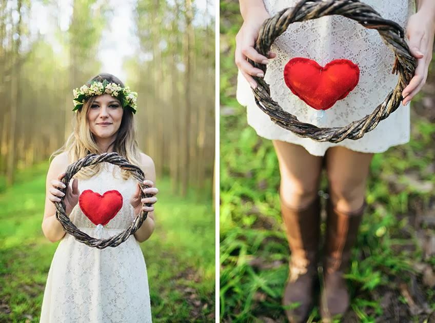 e-session - ensaio noivos - ensaio casal - ensaio ao ar livre - e-session ao ar livre - noiva - arco de coracao - coracao - coracao de feltro - noiva de bota - coroa de flores