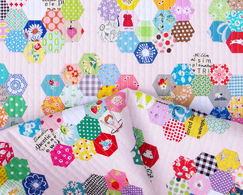 Scrappy Grandmother's Flower Garden Quilt | © Red Pepper Quilts 2018