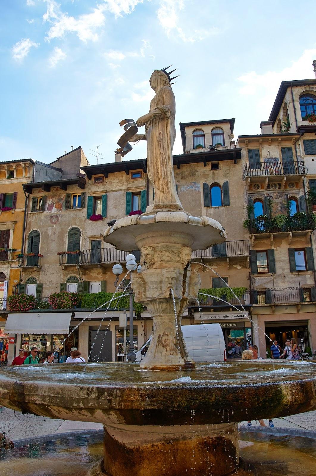 centrum Werony i fontanna, Włochy północne