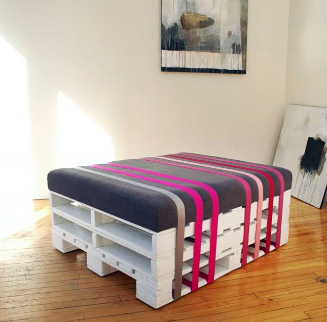 diy 3 palettes 1 coussin 1 pouf initiales gg. Black Bedroom Furniture Sets. Home Design Ideas
