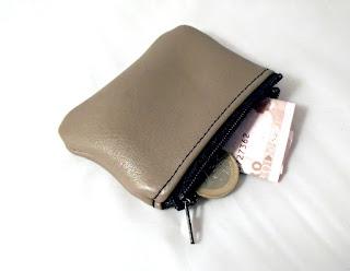Petit porte monnaie en cuir ouvert