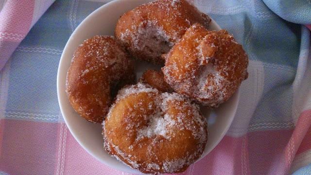 https://losdulcessecretosdecuca.blogspot.com/2015/03/roscos-fritos-de-mama-carmen.html