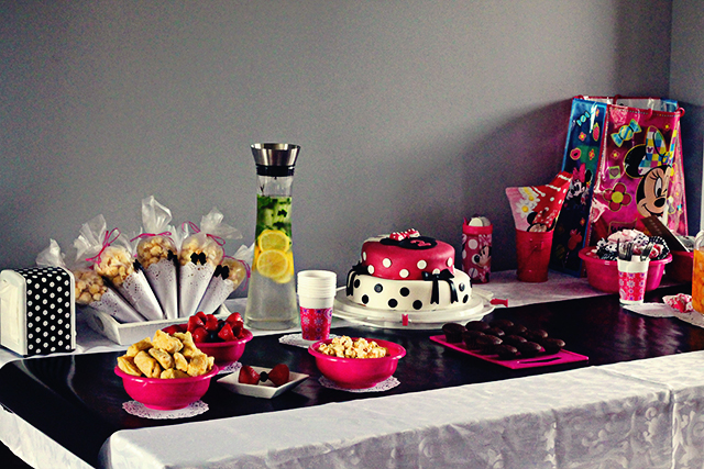 Minnie Mouse feesttafel