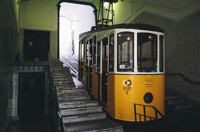 ビカのケーブルカー(Elevador da Bica)