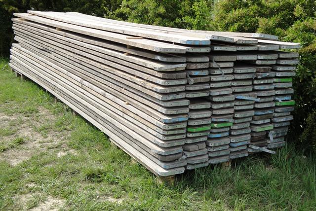 la planche brute sp cialiste du meuble en bois recycl. Black Bedroom Furniture Sets. Home Design Ideas