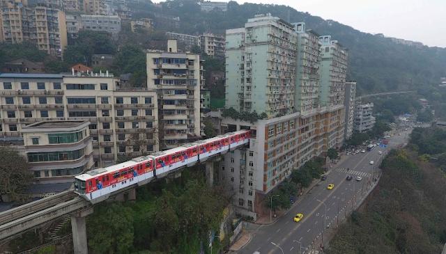 Kereta Dalam Gedung Apartemen di China
