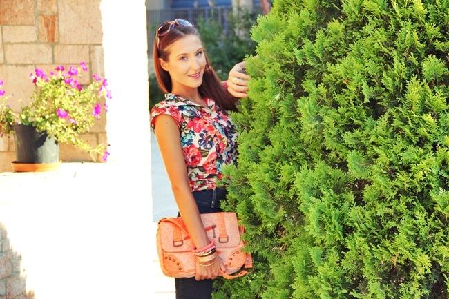 Terranova cvetna kosuljica i suknja od tamnog dzinsa