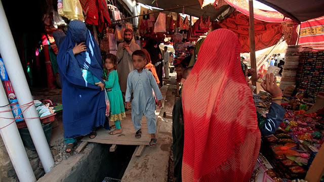 Decapitan a una mujer en Afganistán por ir al mercado sin su marido