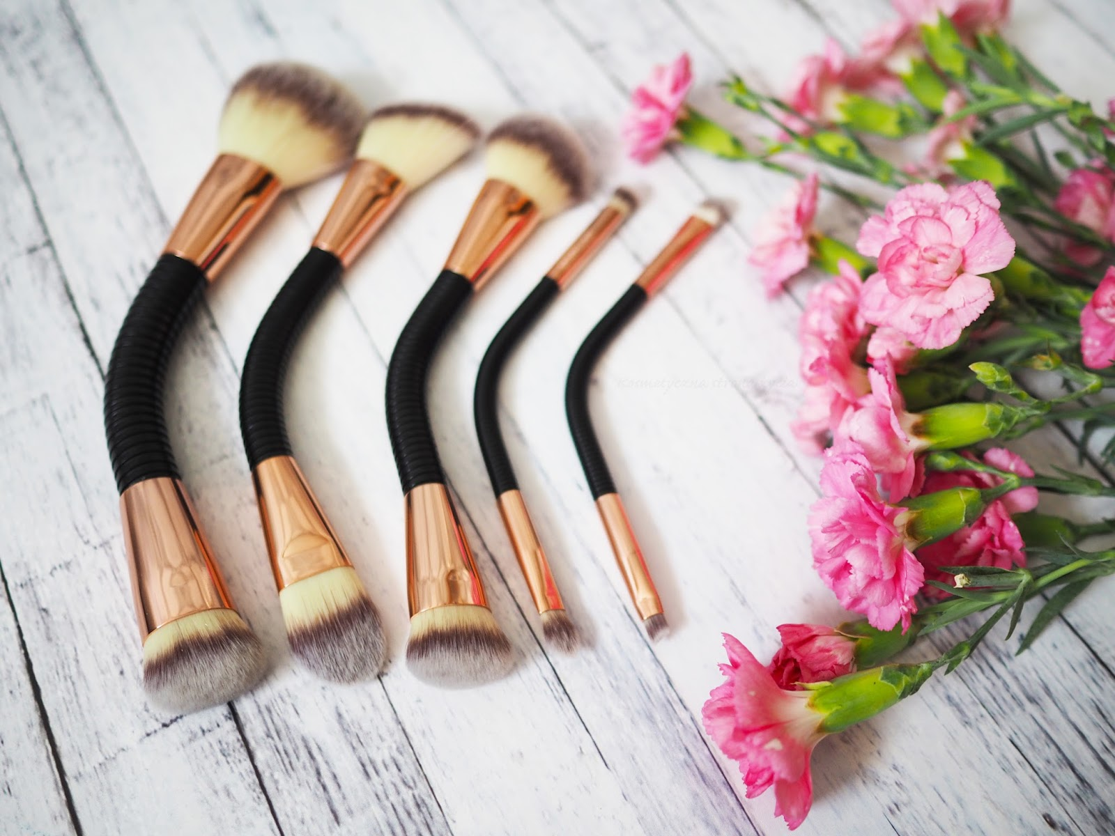 MAKEUP REVOLUTION PĘDZLE BRUSH FLEX