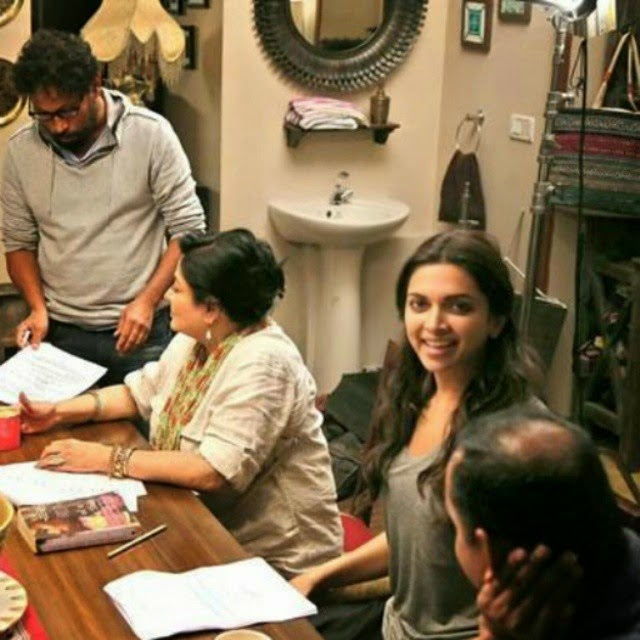 deepika , in the sets of piku ,, Deepika Padukone Piku Movie On Location Pics with Amitabh Bachchan