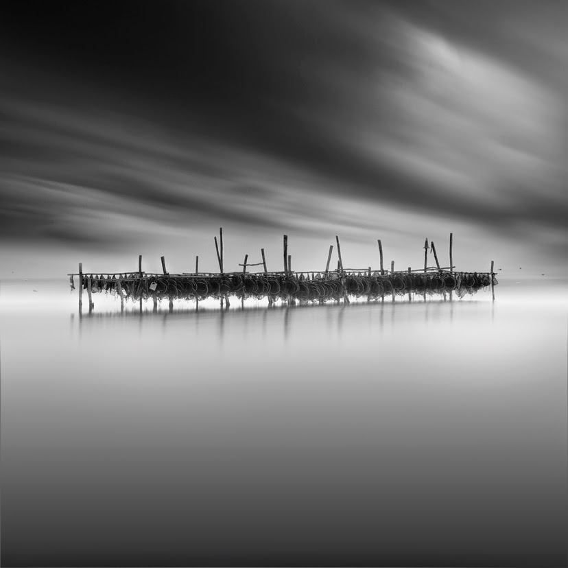09-Vassilis-Tangoulis-The-Sound-of-Silence-in-Black-and-White-Photographs-www-designstack-co