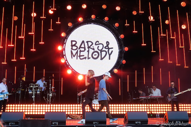 Bars and Melody on Stage