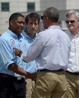 Barack Obama inspecciona zonas de desastre en Louisiana