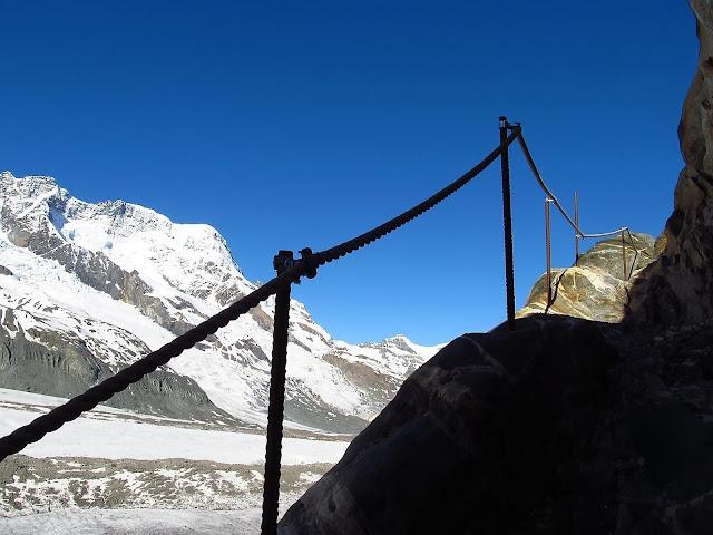 Droga przez lodowiec Gornergletscher i Monte Rosa