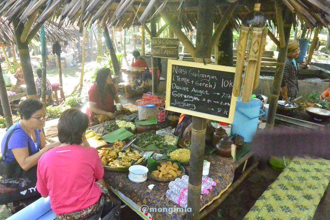 Penjual kuliner di Pasar Karetan