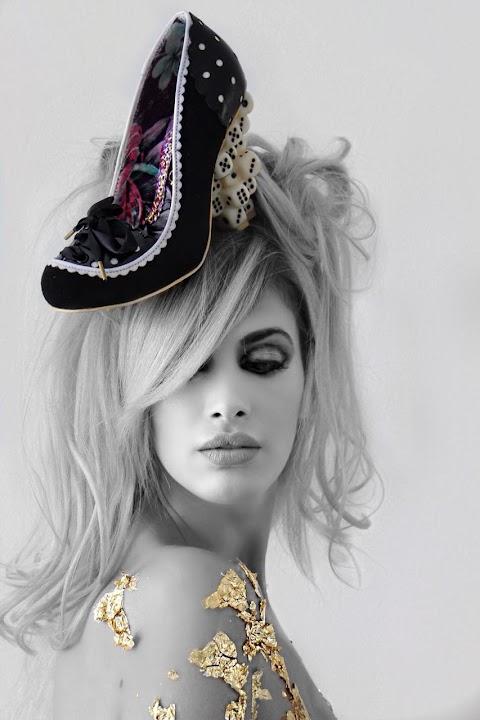 ¡Loca por los Zapatos! Photoshoot de Gold Glitter