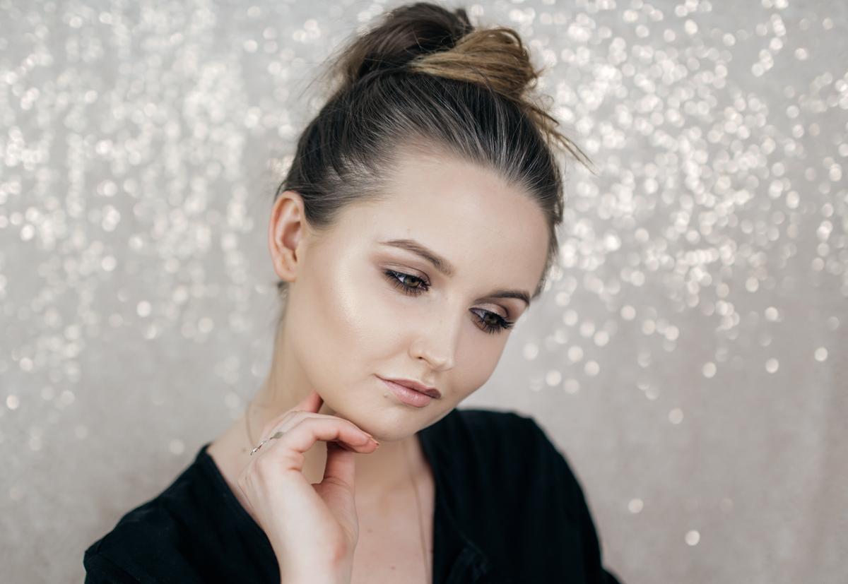 Jak Wykonać Szybki Rozświetlający Makijaż Dzienny