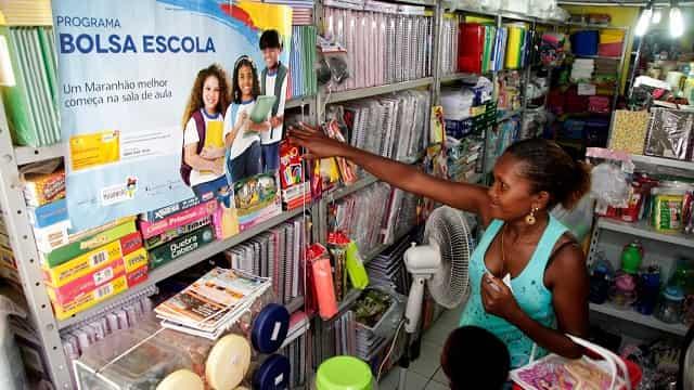 Jaciléia Santos Pires tem três filhos cadastrados no programa e recebeu o valor de R$ 153 para comprar materiais escolares. Foto: Handson Chagas