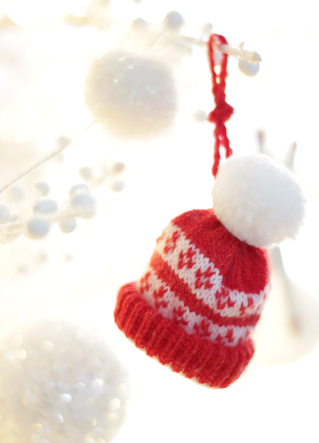 Christmas tree ornaments - red and white knitted hat