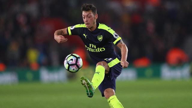 Oezil Akan Bahas Masa Depan dengan Arsenal Usai Tur Pramusim