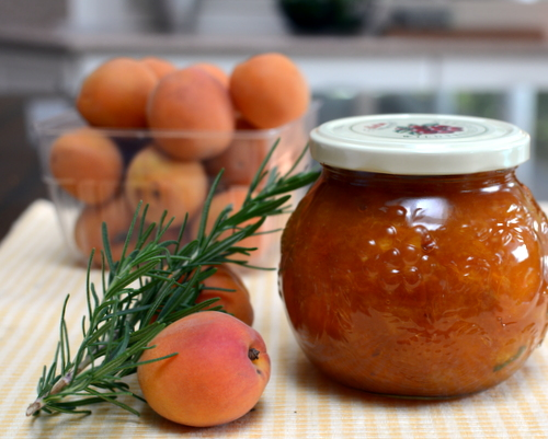 Easy Apricot Jam with Rosemary ♥ KitchenParade.com, a small batch, no canning required.