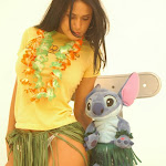 Andrea Rincon, Selena Spice Galeria 13: Hawaiana Camiseta Amarilla Foto 10