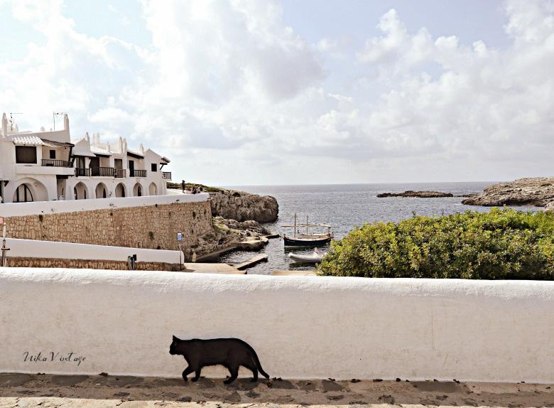 Si vienes a Menorca no te pierdas este lugar mágico; Binibeca un pequeño pueblo de pescadores de ensueño
