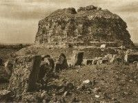 Monumentul de la Adamclisi, în Kurt Hielscher album foto din 1933, disponibil în