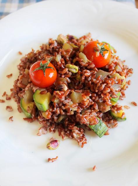 Insalata di Riso Rosso con Verdure e Pistacchi