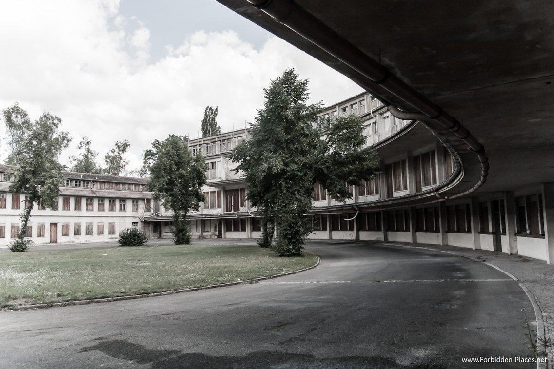 Το «Σπίτι των Εθνών», το κεντρικό κτίριο ακριβώς στην «καρδιά» του Ολυμπιακού Χωριού.