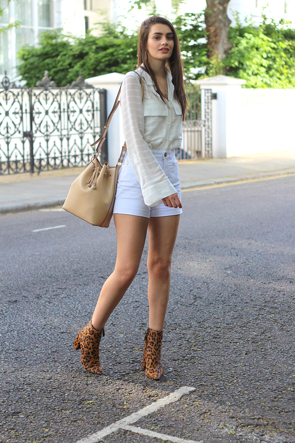 all white fashion blogger peexo