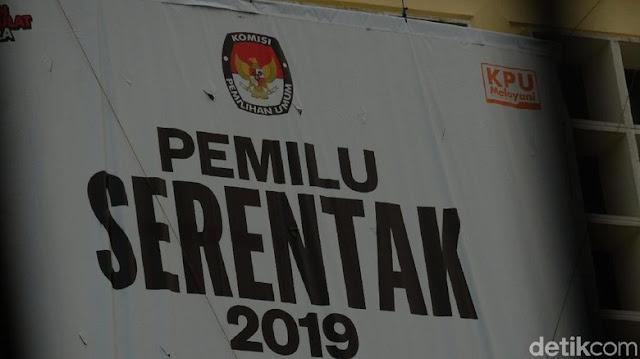 Bawaslu Pecat 2 Pengawas TPS di Makassar karena Pose Jari Ala Capres