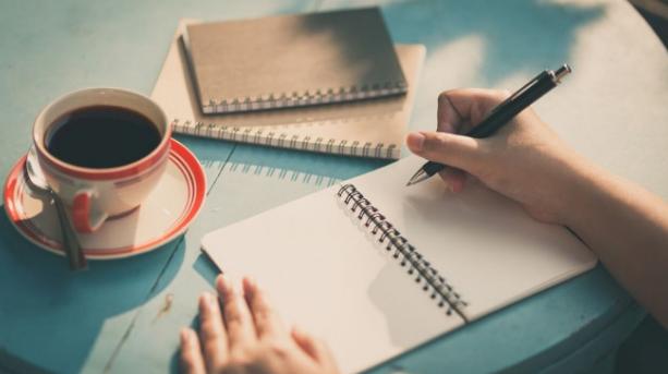 Rajin Menulis Menggunakan Tangan Bisa Membuat Otak Lebih Cerdas