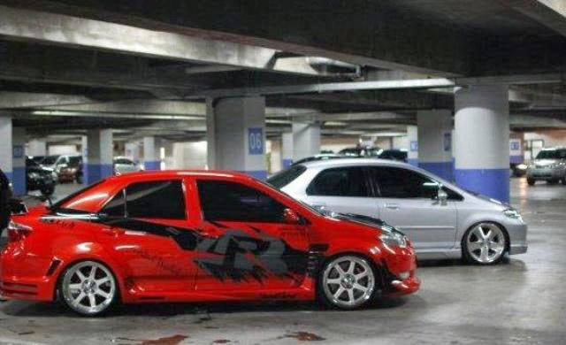 Modifikasi Toyota Vios Street Racing Red