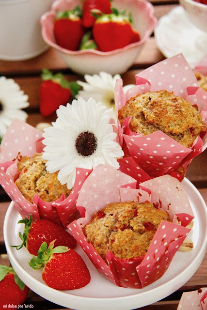 muffins-de-fresas-pistachos-y-chia, strawberry-pistachio-muffins-with-chia