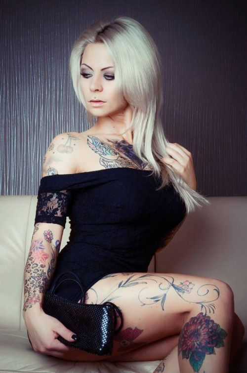 sexy ladies naked with tatoos