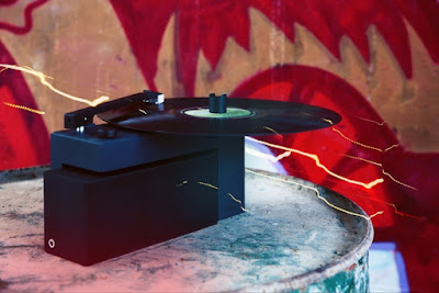 Duo: Turntable with a Detachable Bluetooth Speaker.