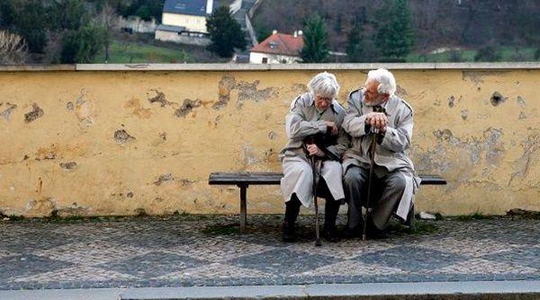 OMS: Uno de cada seis ancianos sufre algún tipo de abuso