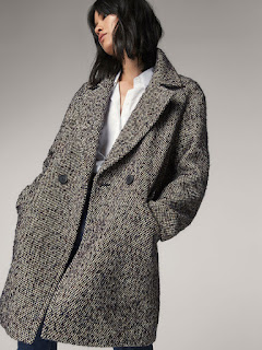 Bang-up-to-the-minute in this wool coat for AW17 by Massimo Dutti