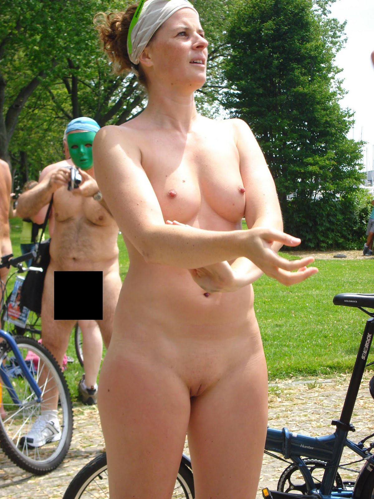 nude girl in public experiment
