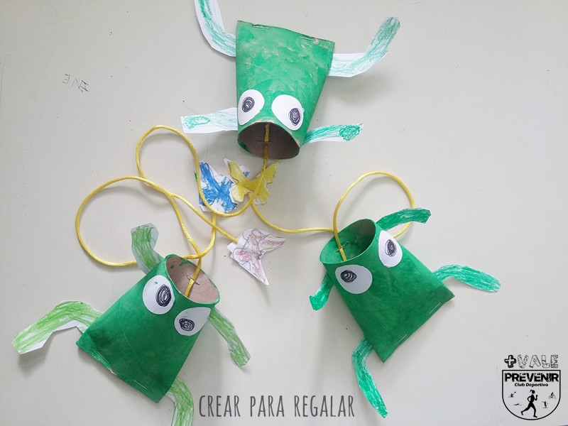 manualidades para niños ranas con tubos de carton