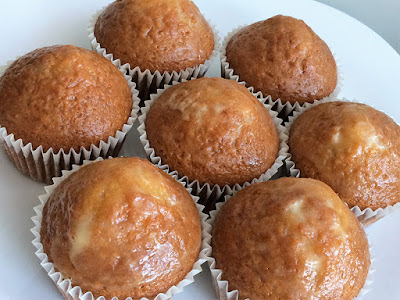 Muffiny z polewą z miodu i śmietany