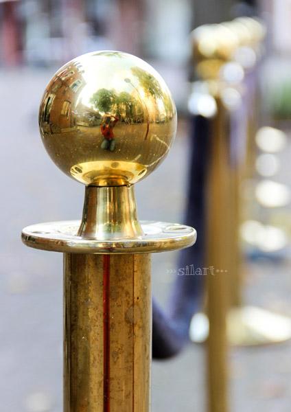 Golden reflection, Reflektion in Kugel