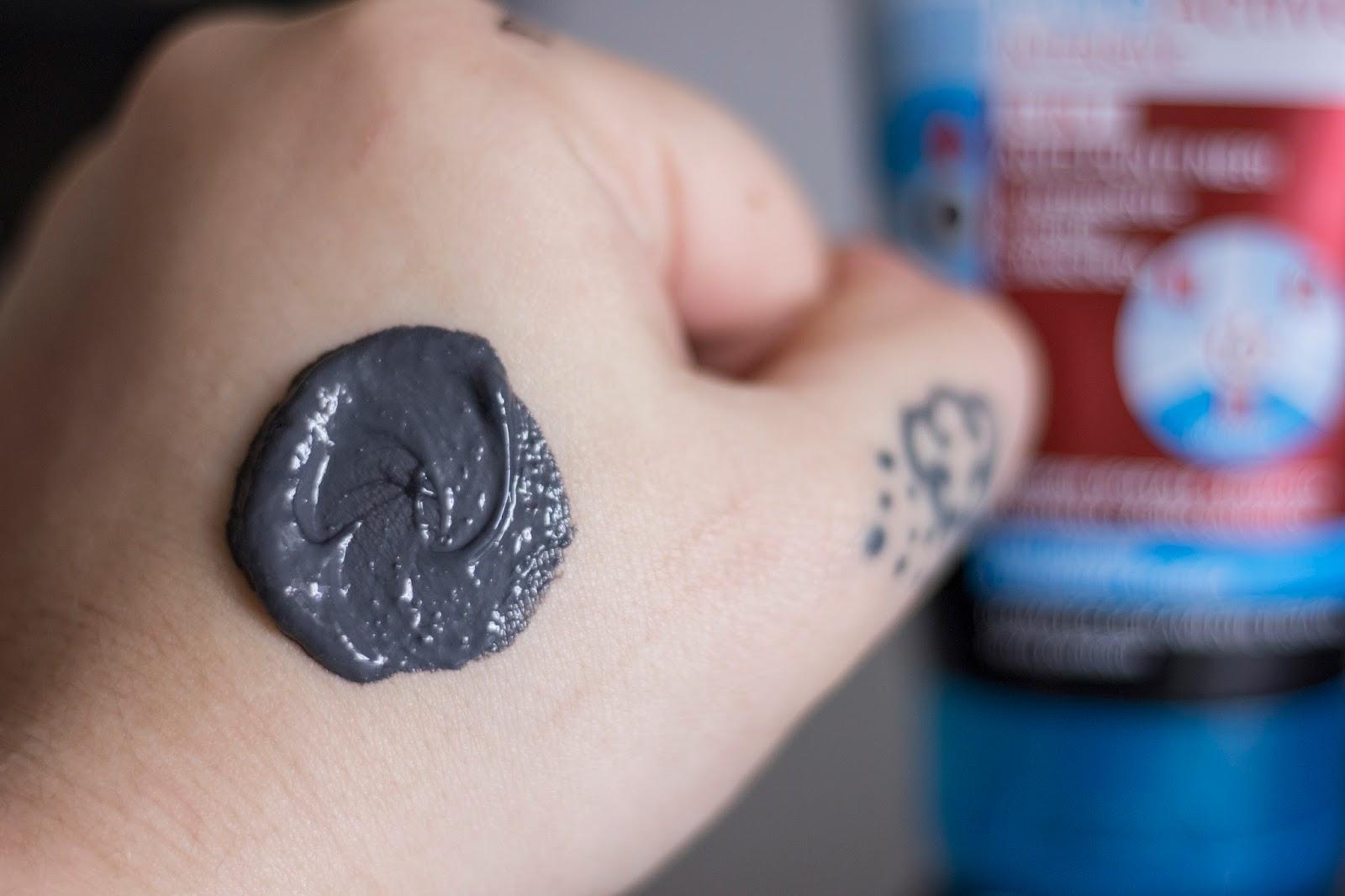 La maschera schiarente da punti neri per la persona da gelatina e latte da nero