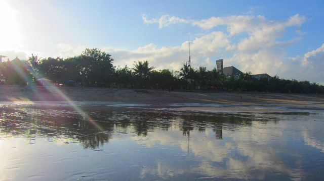 pagi hari di pantai kuta