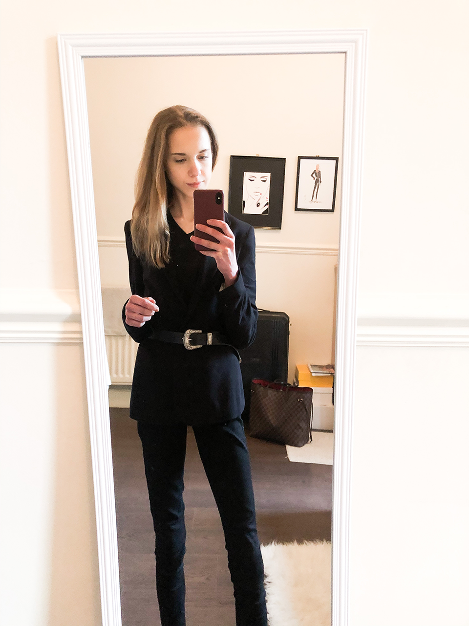 All black outfit with blazer and belt - Kokomusta asu bleiserin ja vyön kanssa